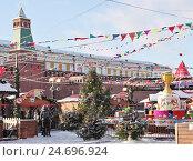Купить «ГУМ-Ярмарка на Красной площади. Москва», фото № 24696924, снято 15 декабря 2016 г. (c) Илюхина Наталья / Фотобанк Лори