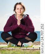 Купить «Laughing young woman training yoga», фото № 24707252, снято 25 апреля 2019 г. (c) Яков Филимонов / Фотобанк Лори