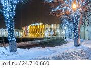 Купить «Новогодняя иллюминация города. Ярославль, Советсткая площадь», фото № 24710660, снято 16 декабря 2016 г. (c) Илья Бесхлебный / Фотобанк Лори