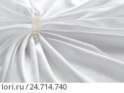 Белый шелк и жемчуг. Стоковое фото, фотограф Юлия Дьякова / Фотобанк Лори