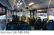 People in a public bus riding on street of an european city. Стоковое видео, видеограф Павел Котельников / Фотобанк Лори