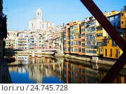 Купить «picturesque houses and church from Eiffel bridge in Gerona. Catalonia», фото № 24745728, снято 15 декабря 2018 г. (c) Яков Филимонов / Фотобанк Лори