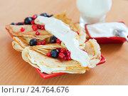 Купить «tasty sweet pancakes with cranberries», фото № 24764676, снято 8 декабря 2012 г. (c) Яков Филимонов / Фотобанк Лори