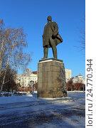 Купить «Памятник В.И. Ленину зимой, Тюмень», эксклюзивное фото № 24770944, снято 14 декабря 2016 г. (c) Алексей Гусев / Фотобанк Лори