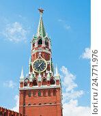 Купить «Спасская башня Кремля на фоне голубого неба с белыми облаками. Москва. Россия», фото № 24771976, снято 5 июля 2015 г. (c) Екатерина Овсянникова / Фотобанк Лори