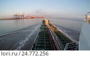 Time Lapse, судно заходит в реку. Стоковое видео, видеограф Андрей Воробьев / Фотобанк Лори