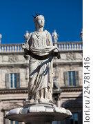 Купить «Античная статуя, фонтан Мадонны. Верона, площадь Пьяцца делле Эрбе, Италия», фото № 24781416, снято 1 мая 2014 г. (c) Виталий Батанов / Фотобанк Лори