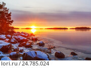 Купить «Восход на полуострове Кейлалахти в Хельсинки, Финлядия», фото № 24785024, снято 7 января 2015 г. (c) Дмитрий Тищенко / Фотобанк Лори
