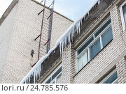 Купить «icicles on building or living house facade», фото № 24785576, снято 11 ноября 2016 г. (c) Syda Productions / Фотобанк Лори