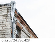 Купить «icicles hanging from building roof and drainpipe», фото № 24786428, снято 11 ноября 2016 г. (c) Syda Productions / Фотобанк Лори