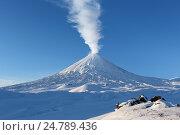 Купить «Зимний вид на действующий вулкан Ключевская сопка», фото № 24789436, снято 5 января 2016 г. (c) А. А. Пирагис / Фотобанк Лори