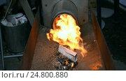 Купить «Газовый промышленный бойлер. Огненное пламя вырывается из металлической трубы», видеоролик № 24800880, снято 20 декабря 2016 г. (c) FMRU / Фотобанк Лори
