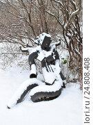 """Купить «Скульптура """"Пробуждение"""" (скульптор А. С. Григорьев, 1989 год, металл) в парке искусств """"Музеон"""" в Москве», эксклюзивное фото № 24808408, снято 3 декабря 2016 г. (c) lana1501 / Фотобанк Лори"""