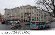 Купить «Москва, панорама Славянской площади зимним днём, слева на право», эксклюзивный видеоролик № 24808652, снято 3 января 2017 г. (c) Дмитрий Неумоин / Фотобанк Лори