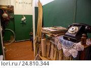 Купить «Вид на коридор в советской коммунальной квартире 60-х годов 20 века в музее советского быта Арткоммуналка в городе Коломне», фото № 24810344, снято 4 января 2017 г. (c) Николай Винокуров / Фотобанк Лори