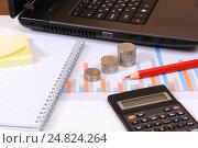 Купить «Графики, диаграммы, калькулятор и карандаш», эксклюзивное фото № 24824264, снято 5 января 2017 г. (c) Юрий Морозов / Фотобанк Лори