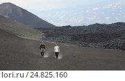 Купить «Два туриста спускаются с вулкана после восхождения», видеоролик № 24825160, снято 24 июня 2016 г. (c) А. А. Пирагис / Фотобанк Лори