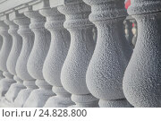 Купить «Closeup view of white plaster balustrade covered with frost», фото № 24828800, снято 7 января 2017 г. (c) Николай Винокуров / Фотобанк Лори