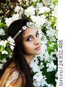 Девушка в цветении с большими выразительными глазами (2016 год). Стоковое фото, фотограф Инна Яровская / Фотобанк Лори
