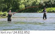 Купить «Рыбалка на Камчатке: нахлыстовик делает заброс», видеоролик № 24832852, снято 14 июля 2016 г. (c) А. А. Пирагис / Фотобанк Лори
