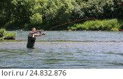 Купить «Рыбак рыбачит нахлыстом на полуострове Камчатка», видеоролик № 24832876, снято 14 июля 2016 г. (c) А. А. Пирагис / Фотобанк Лори