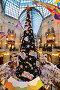 Нарядная новогодняя елка центре ГУМа вместо фонтана, эксклюзивное фото № 24832900, снято 8 января 2017 г. (c) lana1501 / Фотобанк Лори