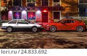 Автомобили Toyota AE 86  Hachiroku и GT86 в ночном городе (2016 год). Редакционное фото, фотограф Станислав Краснов / Фотобанк Лори
