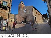 Certaldo, Italy, Church of SS Jacopo e Filippo (2016 год). Редакционное фото, агентство Caro Photoagency / Фотобанк Лори