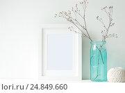 Купить «Minimal white frame with turquoise vase», фото № 24849660, снято 29 декабря 2016 г. (c) Екатерина Рыбина / Фотобанк Лори