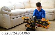 Купить «Kid plays with toy excavator from constructor», видеоролик № 24854060, снято 8 января 2017 г. (c) Володина Ольга / Фотобанк Лори