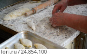 Купить «woman prepares pies with meat», видеоролик № 24854100, снято 6 января 2017 г. (c) Володина Ольга / Фотобанк Лори