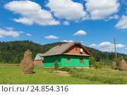 Купить «Mountain summer day landscape with clouds on blue sky and small houses», фото № 24854316, снято 7 августа 2016 г. (c) Оксана Владимировна Грачева / Фотобанк Лори