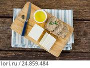 Купить «Gouda cheese, brown bread slices and lime juice with knife on chopping board», фото № 24859484, снято 16 сентября 2016 г. (c) Wavebreak Media / Фотобанк Лори
