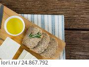 Купить «Gouda cheese, brown bread slices and lime juice on chopping board», фото № 24867792, снято 16 сентября 2016 г. (c) Wavebreak Media / Фотобанк Лори
