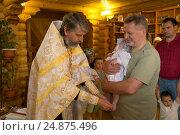 Купить «Обряд крещения ребенка в православной церкви», фото № 24875496, снято 28 мая 2016 г. (c) Анастасия Улитко / Фотобанк Лори
