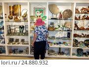 Florida, Sanibel Island, Bailey-Matthews National Shell Museum, gift store, shopping, souvenirs, sale, display, (2016 год). Редакционное фото, фотограф Jeff Greenberg / age Fotostock / Фотобанк Лори