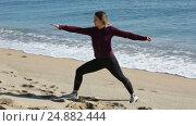 Купить «Happy girl exercising outdoor», видеоролик № 24882444, снято 8 декабря 2016 г. (c) Яков Филимонов / Фотобанк Лори