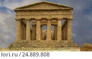 Купить «Ancient Greek temple of Concordia (V-VI century BC), Valley of the Temples, Agrigento, Sicily. The area was included in the UNESCO Heritage Site list in 1997», видеоролик № 24889808, снято 18 января 2017 г. (c) Владимир Журавлев / Фотобанк Лори