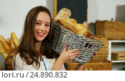 Купить «Portrait of female staff holding breads in basket at bakery section», видеоролик № 24890832, снято 21 октября 2018 г. (c) Wavebreak Media / Фотобанк Лори