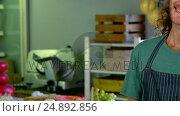 Купить «Workers discussing over food items at the counter», видеоролик № 24892856, снято 22 июля 2018 г. (c) Wavebreak Media / Фотобанк Лори