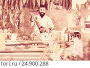 Купить «Seller holding Spanish jamon in butcher's shop», фото № 24900288, снято 16 ноября 2016 г. (c) Яков Филимонов / Фотобанк Лори