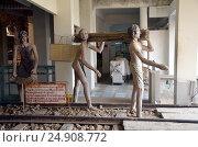 Купить «Заключенные строят мост через реку Квай. Скульптура в Военном музее Канчанабури, Таиланд», фото № 24908772, снято 31 марта 2016 г. (c) Светлана Колобова / Фотобанк Лори