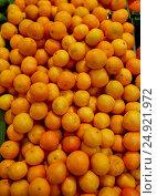 Купить «ripe mandarins at grocery store or market», фото № 24921972, снято 2 ноября 2016 г. (c) Syda Productions / Фотобанк Лори