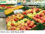 Купить «ripe apples at grocery store or market», фото № 24922240, снято 2 ноября 2016 г. (c) Syda Productions / Фотобанк Лори