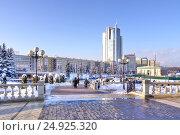Купить «Минск. Современные дома на площади в центре города. Немига», фото № 24925320, снято 18 января 2017 г. (c) Parmenov Pavel / Фотобанк Лори