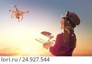 Купить «Kid is playing with drone», фото № 24927544, снято 13 января 2017 г. (c) Константин Юганов / Фотобанк Лори