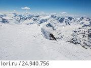 Alpine skiers admire the snowy landscape Palon de la Mare Valfurva Stelvio National Park Valtellina Lombardy Italy Europe. Стоковое фото, фотограф Clickalps SRLs / age Fotostock / Фотобанк Лори