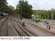 Купить «The tribune and the people», фото № 24945944, снято 1 октября 2011 г. (c) Григорий Алехин / Фотобанк Лори