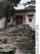 Купить «Храм Цзяньсиньчжай (Jian Xin Zhai) в горах Сяншань, Пекин», фото № 24957256, снято 24 сентября 2015 г. (c) Vladislav Osipov / Фотобанк Лори