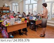 Купить «Урок в начальной школе», фото № 24959376, снято 25 января 2017 г. (c) Элина Гаревская / Фотобанк Лори
